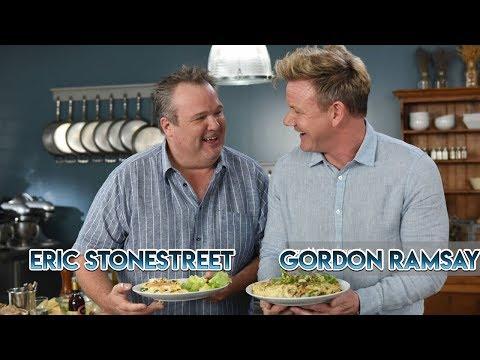 Гордон Рамзи учит Эрика Стоунстрита готовить омлет по-французски