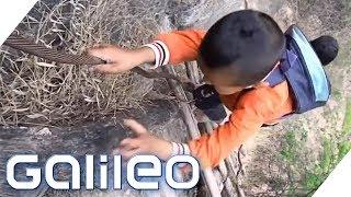 Der gefährlichste Berg-Aufstieg Chinas | Galileo | ProSieben