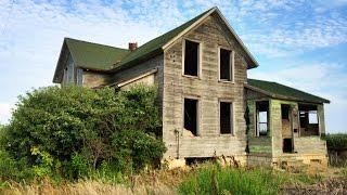 Urban Exploration: Old Weathered Abandoned House Ohio