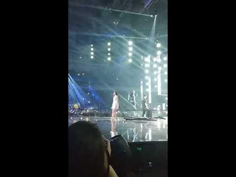 Егор Крид и Валерия – Часики. Премия МУЗ-ТВ 2019. Девушка на сцене