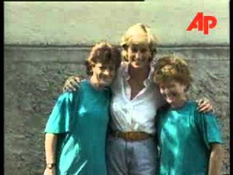 BOSNIA PRINCESS DIANA MEETS YOUNG LANDMINE VICTIMS - YouTube