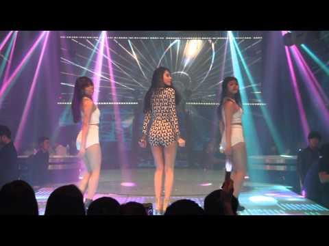 Ca sĩ Thủy Tiên sexy tại New đêm 29.12.2013