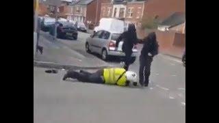 Избивают английского полицейского