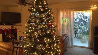 Как украсить окно к Новому году ? & Как украсить дом на Новый год ?(Здравствуйте ❣ Меня зовут Валентина и очень - очень приятно, что Вы зашли ко мне на огонек☺. В этом видео..., 2014-12-20T06:18:46.000Z)