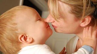 Mira porque no debes besar a tu hijo en la boca | 10 Datos que Desconocías de los Besos