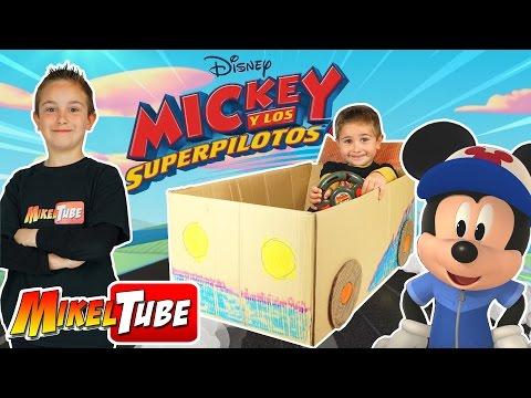 Unboxing de Juguetes Mickey y los SuperPilotos | Fabricamos un carro de carreras.