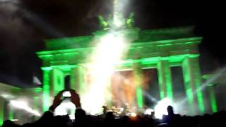 Download U2 & Jay-Z Berlin 5 November 2009 Sunday Bloody Sunday Brandenburg Gate MP3 song and Music Video