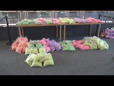 Zoll stellt Ecstasy im Wert von ca 10 Millionen € sicher + 3 Festnahmen - PK + O-Töne
