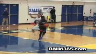Aquil Carr (Seton Hall) hits defender with a RIDICULOUS spin move CROWD GOES NUTS!!