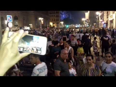 Marseille la foule - un soir de 14 juillet