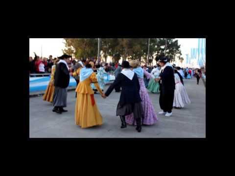 Danzas Folclóricas en el cierre del desfile del 9 de Julio