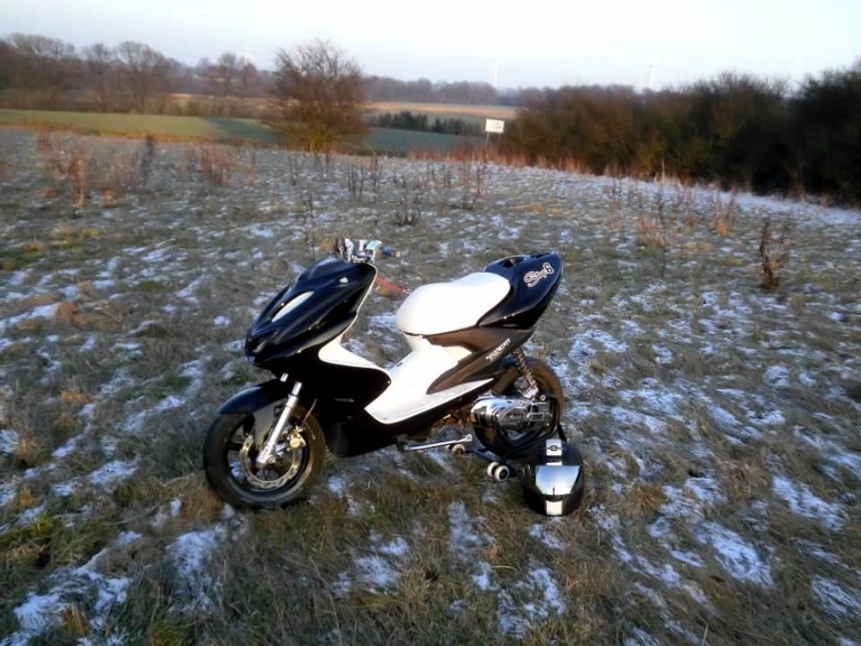 Yamaha Aerox White