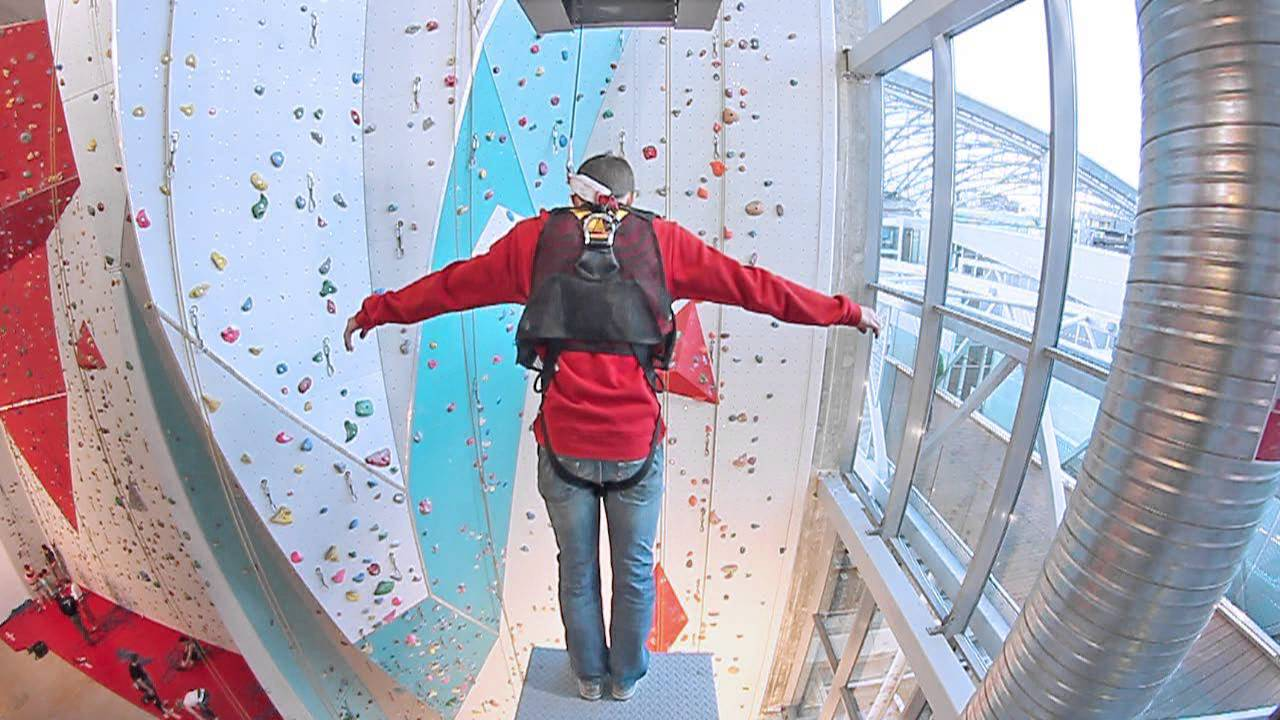 Escalade And 1 >> Azium Power Jump - Confluence - Espace de loisirs indoor - YouTube