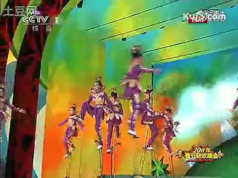 2011年央视兔年春晚 杂技《高车踢碗》