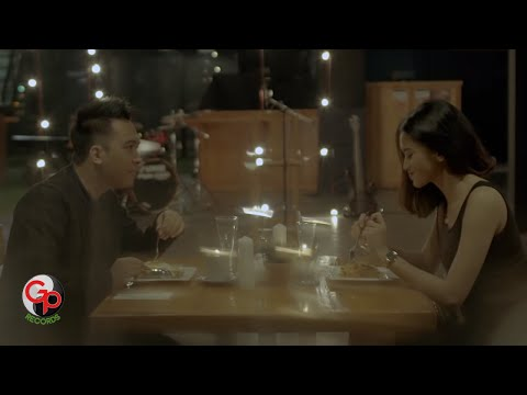 BADAI ROMANTIC PROJECT - Melamarmu [Official Music Video]