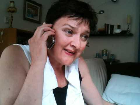 Loes belt met haar kleinkind
