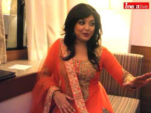 How Tanushree Dutta becomes popular? just know from her