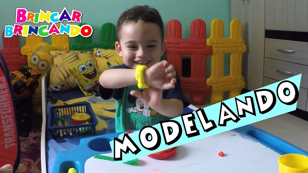Brincando de massinha de modelar play doh com Enzo