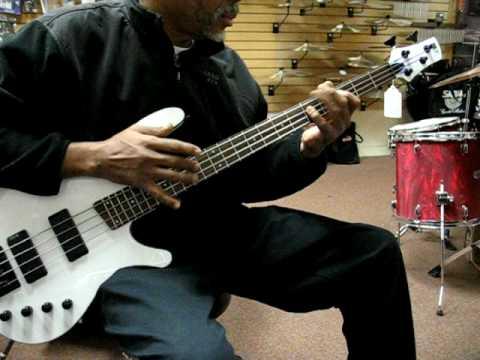 Ibanez SRX 470 Bass - YouTube