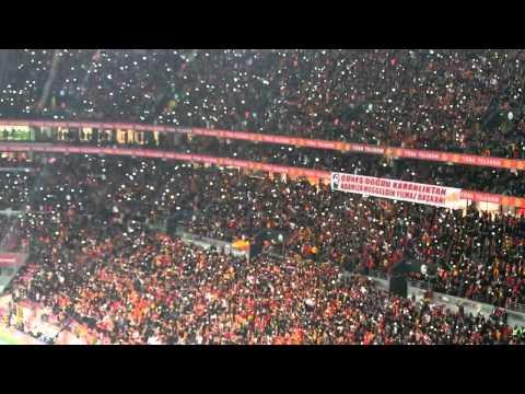 Galatasaray-Antalya 2-0'lık maç. Muhteşem Işık Gösterisi. ultrAslan. HD.