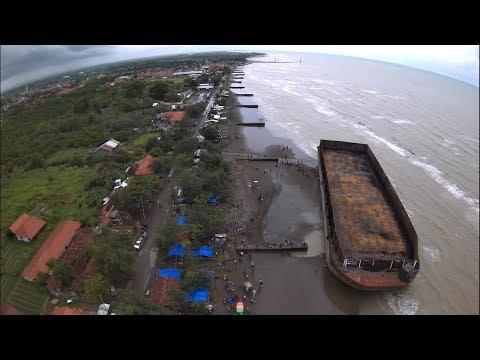 Gempar Kapal Tongkang Besar Misterius Terdampar Di Pantai Widuri Tanjung Sari Pemalang Jawa Tengah
