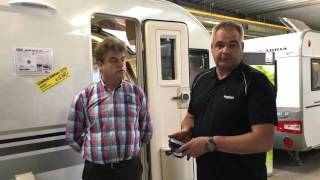 Adria Adora 462 UP 2016 met Kronings Volautomaat caravanmover bij Meerbeek Caravans & Campers