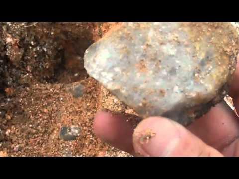 cascalhos  de  pedras  preciosas