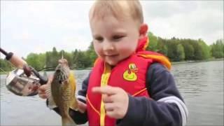 Funny Child and Fish مضحك الطفل والسمك