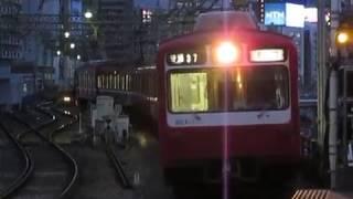 京急800形821F品川駅(始発)到着※警笛あり