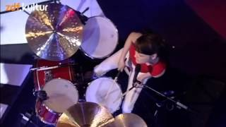The White Stripes - Fell in Love With a Girl (live @ Later with Jools)