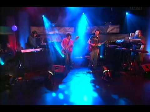 BRIGHTEN THE WORLD -WIGGLE-ARDáN-TG4-2006