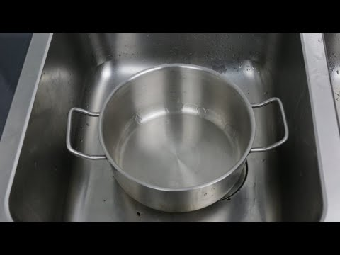 How to clean burnt pan easily: useful kitchen tips!