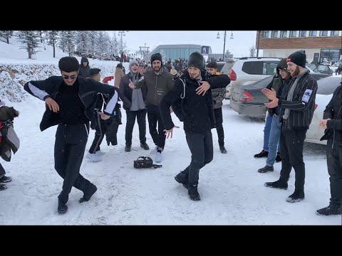 Парни Танцуют Кайфово Четко Tур В Шахдаг Лезгинка 2020 Lezginka Reqsi Shahdag Turu ALISHKA Dance