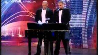 Mam talent- Gra penisem na pianinie