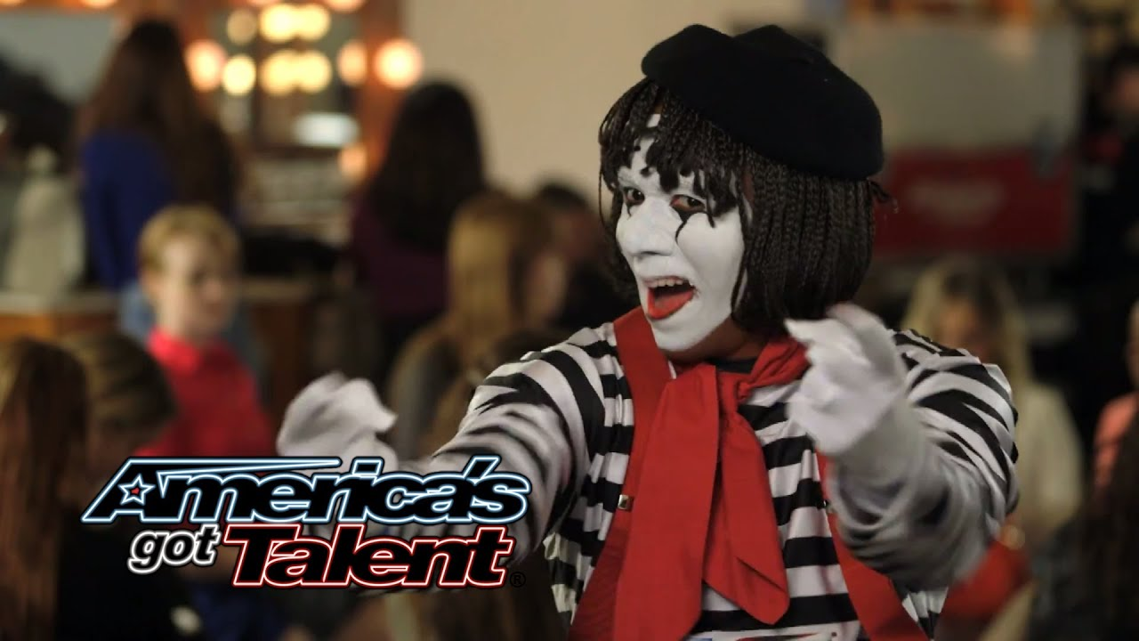 America's Got Talent: Tape Face mime performs with Howie ...