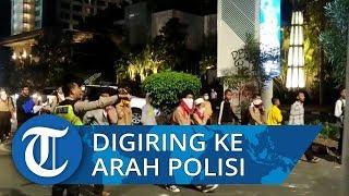 Sadar Digiring ke Arah Polisi, Massa Pelajar Berlarian Jauhi Jl Gelora