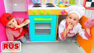 Влад и Никита готовят завтрак для мамы