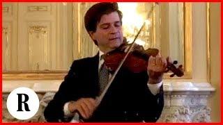 Napoli, Fabrizio Von Arx suona il suo Stradivari a Villa San Felice per il premier Conte