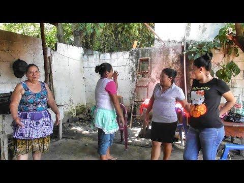 Las Mujeres Quieren Cantar Antes de Deliciar El Rico Ayote En Leche