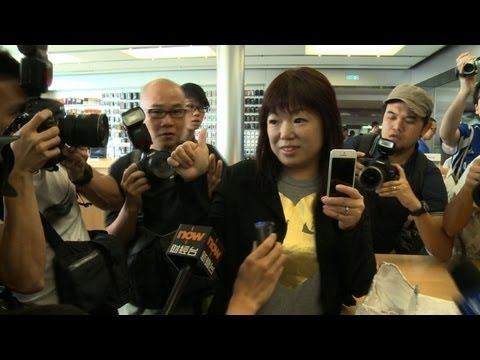 Grey market thrives outside Hong Kong Apple store