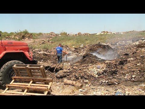 В Михайловке более месяца горит мусорный полигон