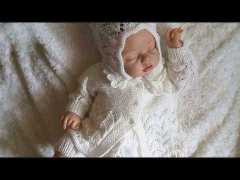 Костюмчик вязаный спицами для девочки новорожденной