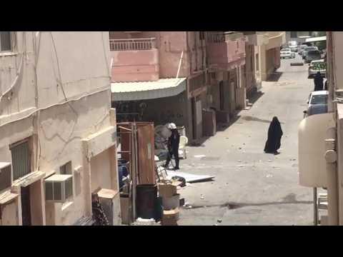 حرّة زينبية تخاطب قوات العدو بشجاعة في الدراز 23/5/2017 Bahrain