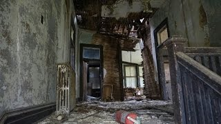 Exploring CREEPY Old Abandoned Building (UNTOUCHED)