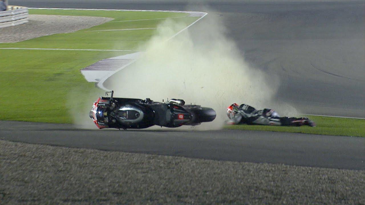 画像: MotoGP™ Silverstone 2015 – Biggest crashes youtu.be