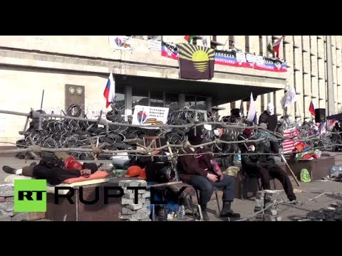 Tires, sacks & razor wire: Donetsk protesters barricade for independence