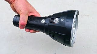 world-s-brightest-flashlight-100000-lumens