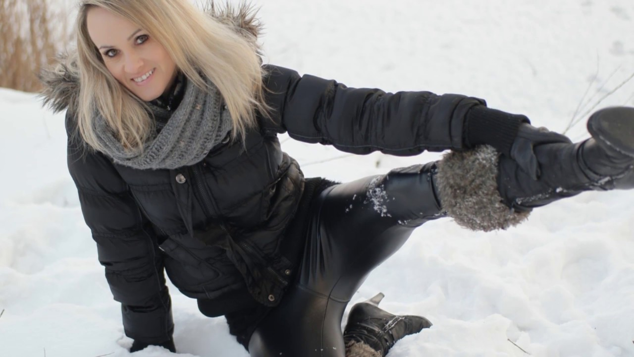 Personal trainer in winter with ★ high boots ★ wetlook ...