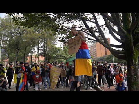 شاهد: مظاهرات بالشموع والموسيقى احتجاجا على الأوضاع الاقتصادية في كولومبيا…  - نشر قبل 23 ساعة