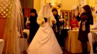 Невеста выходит к хупе